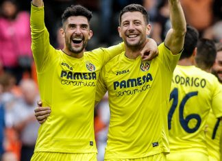 Daniele Bonera and Alvaro Gonzalez celebrating at the end of Valencia-Villarreal at Mestalla Stadium on May 21, 2017. (BIEL ALINO/AFP/Getty Images)