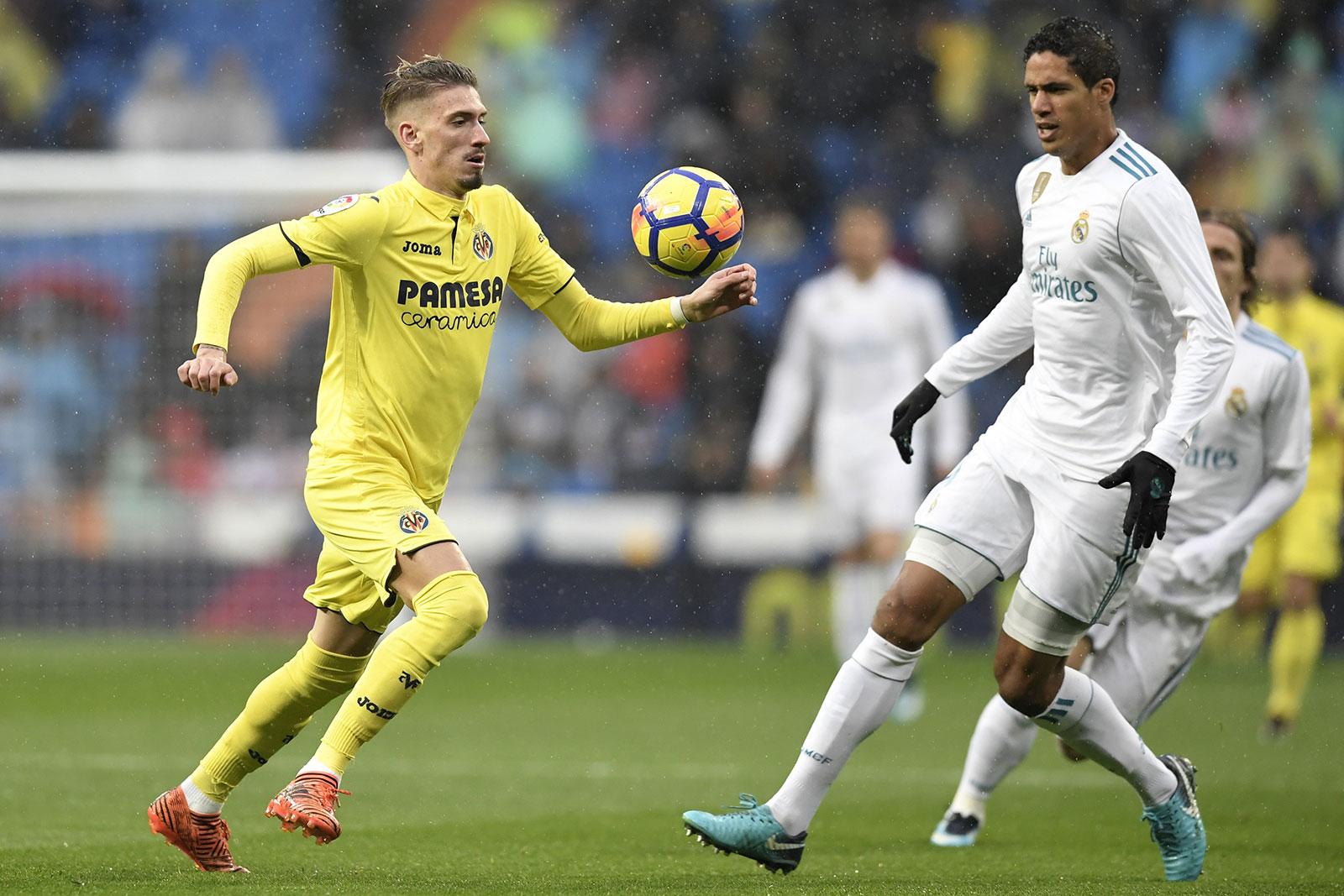 Samu Castillejo and Raphael Varane during Real Madrid-Villarreal at Estadio Santiago Bernabéu on January 13, 2018. )GABRIEL BOUYS/AFP/Getty Images)
