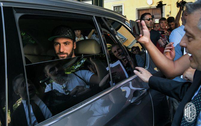 Gonzalo Higuain at La Madonnina Clinic on August 2, 2018, (@acmilan.com)