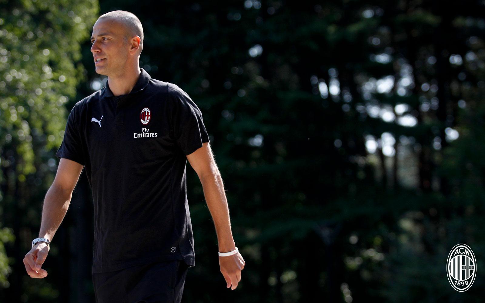 Luca Antonelli before training at Milanello. (@acmilan.com)