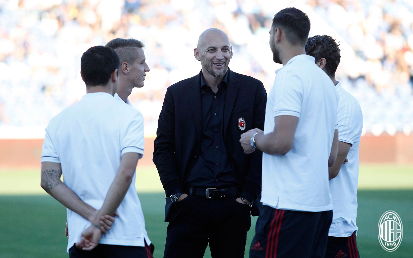 Christian Abbiati talking to Davide Calabria, Andrea Conti, Gianluigi Donnarumma and Manuel Locatelli before Craiova-Milan at Stadionul Municipal (Drobeta-Turnu Severin) on the 27th of July, 2017. (@acmilan.com)