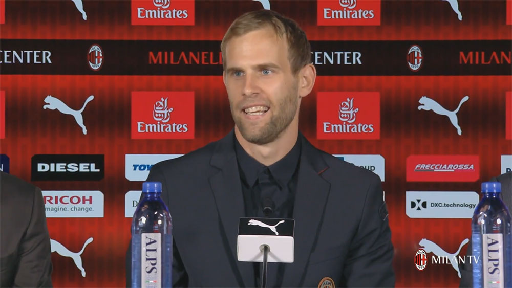 Ivan Strinić during his presentation at Milanello on August 10, 2018. (@acmilan.com)