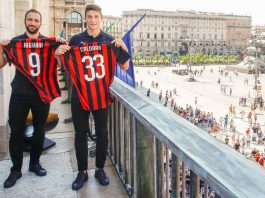 Gonzalo Higuain and Mattia Caldara at the Piazza del Duomo on August 3, 2018. (@acmilan.com)
