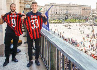 Gonzalo Higuain and Mattia Caldara at the Piazza del Duomo on August 3, 2018. (@acmilan.com)