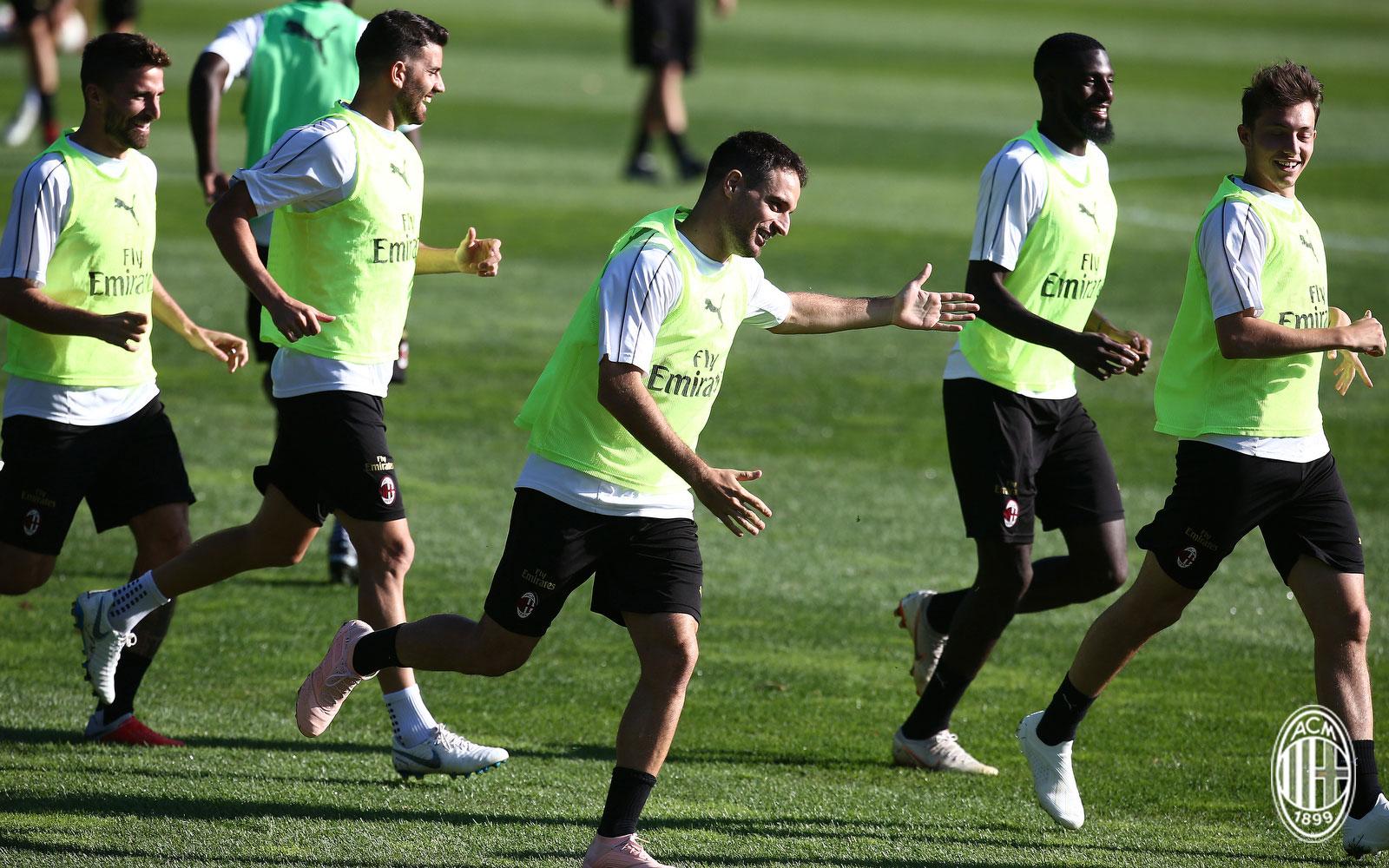 Fabio Borini, Mateo Musacchio, Giacomo Bonaventura and Tiémoué Bakayoko during training at Milanello. (@acmilan.com)