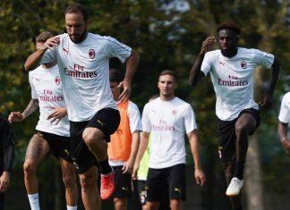 Gonzalo Higuain, Tiémoué Bakayoko and Riccardo Montolivo during training at Milanello. (@acmilan.com)