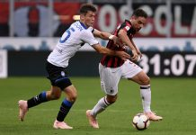 Giacomo Bonaventura and Marten de Roon during Milan-Atalanta at Stadio San Siro on September 23, 2018. (MARCO BERTORELLO/AFP/Getty Images)