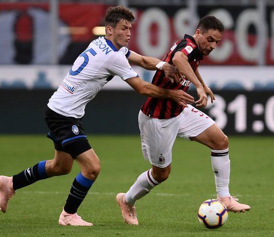 Giacomo Bonaventura and Marten de Roon during Milan-Atalanta at Stadio San Siro on September 23, 2018. (MARCO BERTORELLO/AFP/Getty Images)