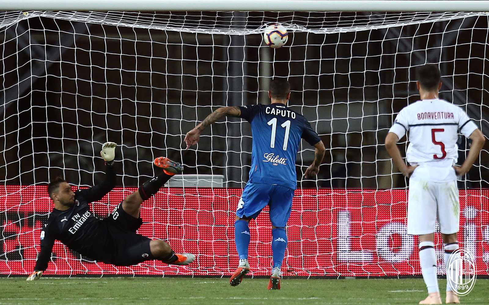Francesco Caputo scoring a penalty during Empoli-Milan at Stadio Carlo Castellani on September 27, 2018. (@acmilan.com)
