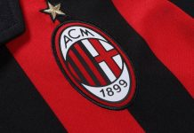 The badge on the Milan home shirt. (@acmilan.com)