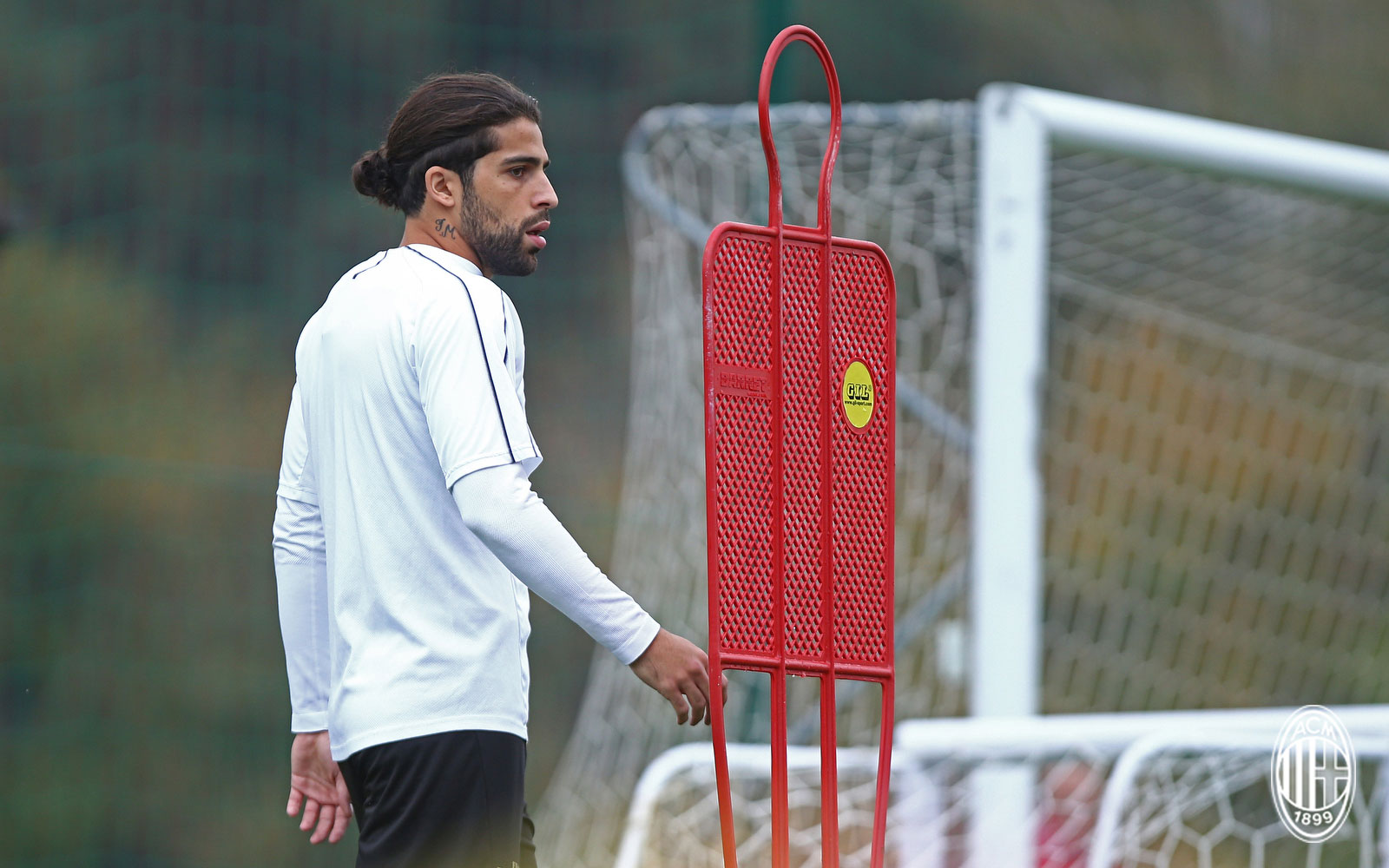 Ricardo Rodríguez during training at Milanello. (@acmilan.com)