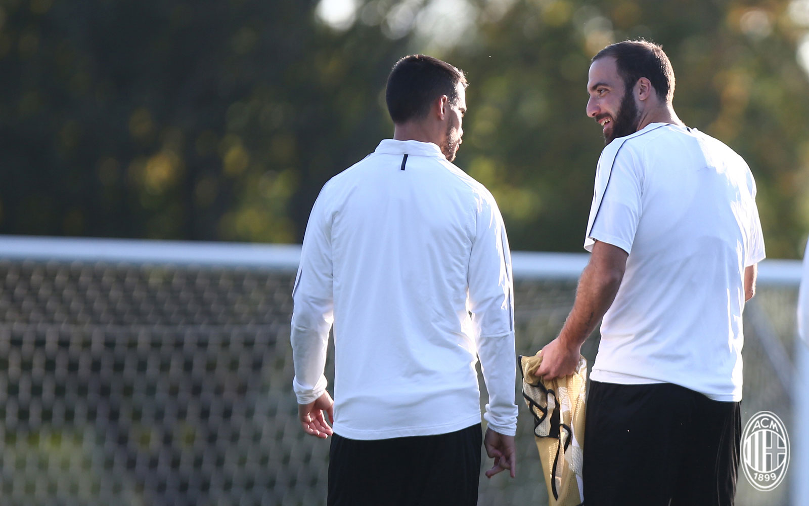 Gonzalo Higuaín and Suso during training at Milanello. ( acmilan.com) 144c8687d