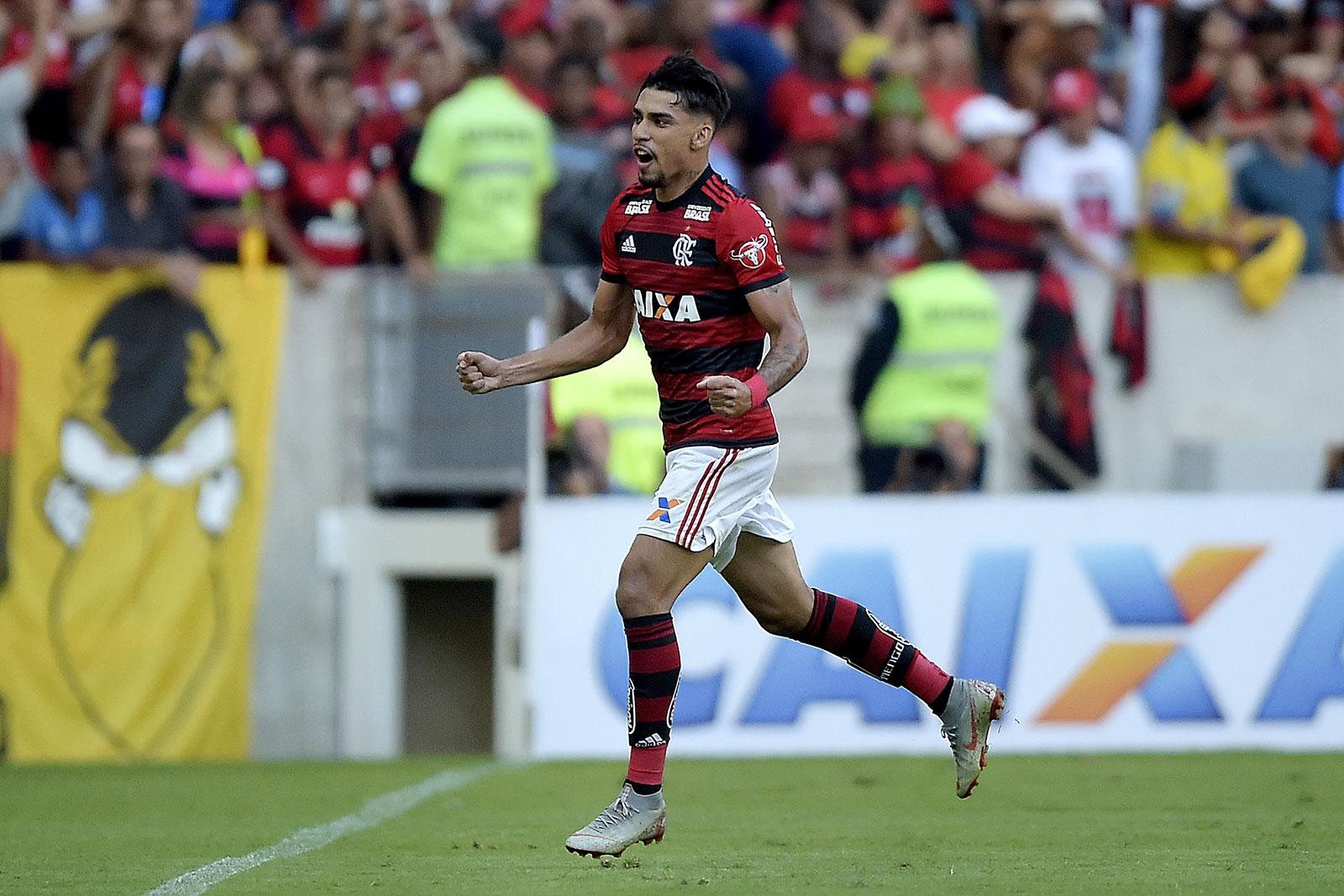Lucas Paquetá celebrating during Flamengo- Clube Atlético Mineiro at the Maracanã on September 23, 2018. (Photo by Alexandre Loureiro/Getty Images)