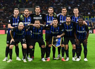 Milan Škriniar, Danilo D'Ambrosio, Samir Handanović, Stefan de Vrij, Matías Vecino, Ivan Perišić, Marcelo Brozović, Radja Nainggolan, Mauro Icardi, Antonio Candreva and Kwadwo Asamoah before Inter-Fiorentina at Stadio San Siro on September 25, 2018. (MIGUEL MEDINA/AFP/Getty Images)