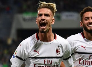 Samu Castillejo and Hakan Çalhanoğlu celebrating during Sassuolo-Milan at Mapei Stadium – Città del Tricolore on September 30, 2018. (MIGUEL MEDINA/AFP/Getty Images)