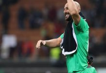 Pepe Reina celebrating at the end of Milan-Olympiacos at Stadio San Siro on October 4, 2018. (Photo by Marco Luzzani/Getty Images)