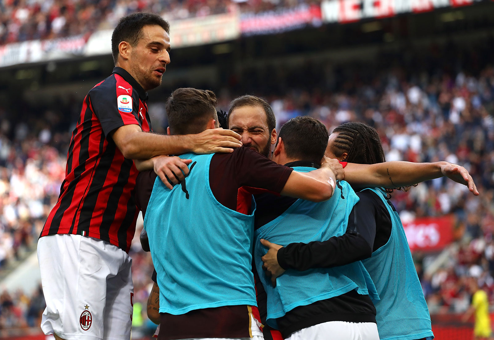 Giacomo Bonaventura, Gonzalo Higuain, Franck Kessié, Diego Laxalt, Davide Calabria and Fabio Borini celebrating during Milan-Chievo at Stadio San Siro on October 7, 2018. (Photo by Marco Luzzani/Getty Images)