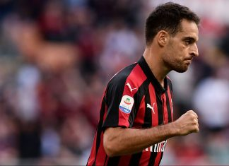 Giacomo Bonaventura celebrating during Milan-Chievo at Stadio San Siro on October 7, 2018. (MARCO BERTORELLO/AFP/Getty Images)