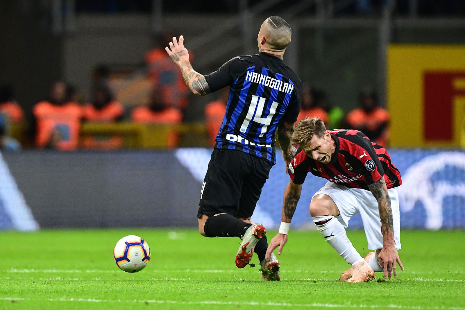 Lucas Biglia and Radja Nainggolan during Inter-Milan at Stadio San Siro on October 21, 2018. (MIGUEL MEDINA/AFP/Getty Images)