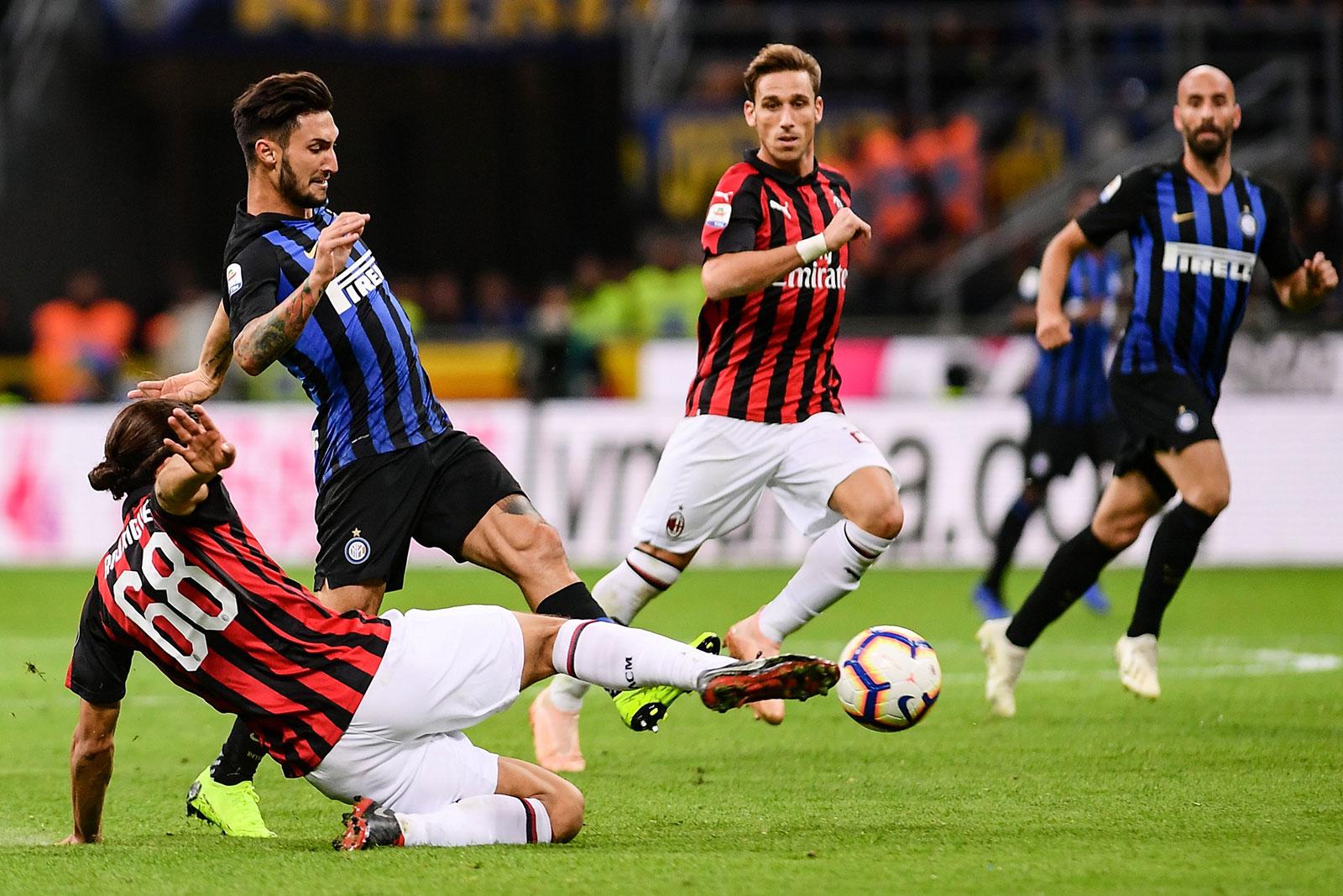 Ricardo Rodriguez and Matteo Politano during Inter-Milan at Stadio San Siro on October 21, 2018. (MARCO BERTORELLO/AFP/Getty Images)