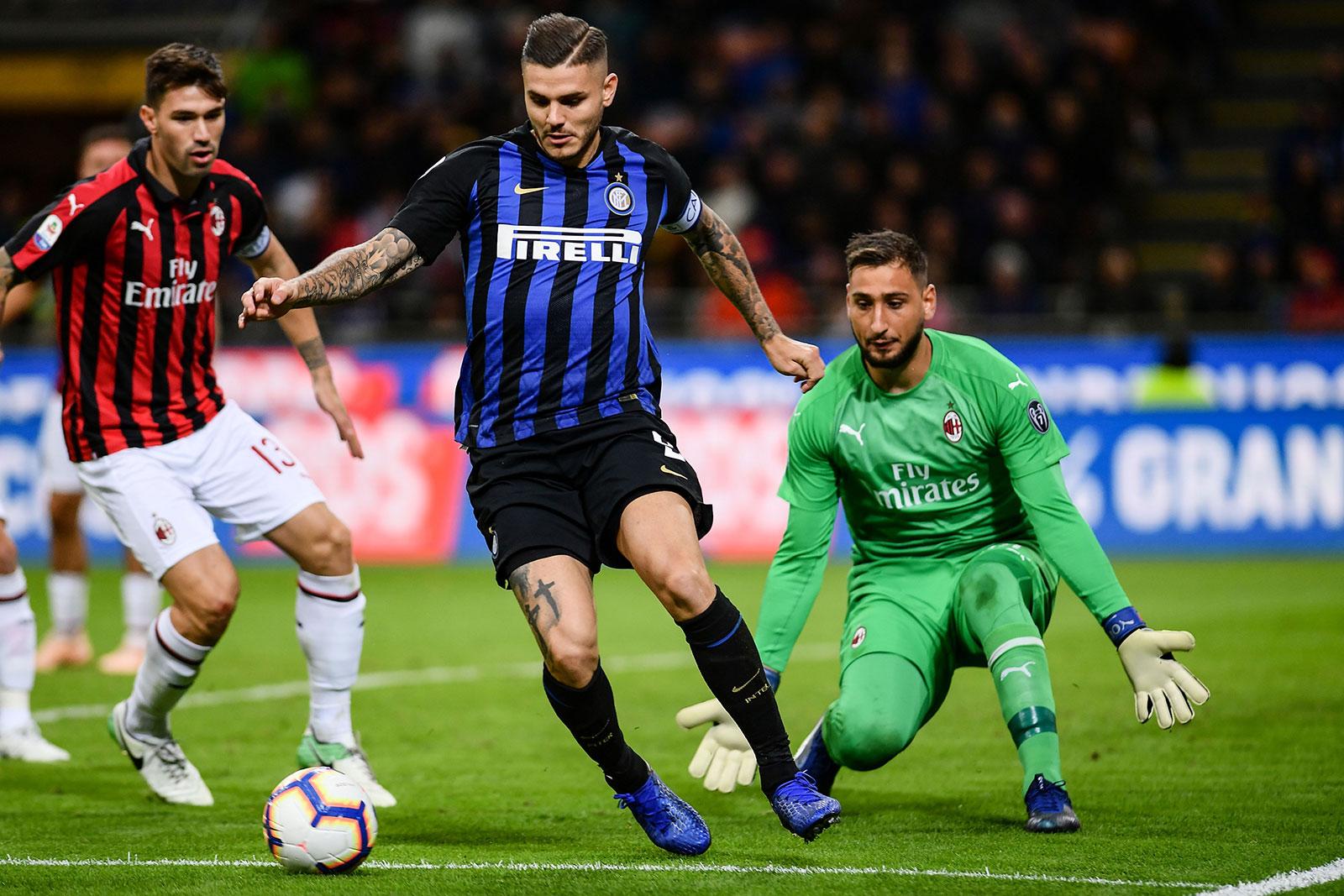 Mauro Icardi, Gianluigi Donnarumma and Alessio Romagnoli during Inter-Milan at Stadio San Siro on October 21, 2018. (MARCO BERTORELLO/AFP/Getty Images)