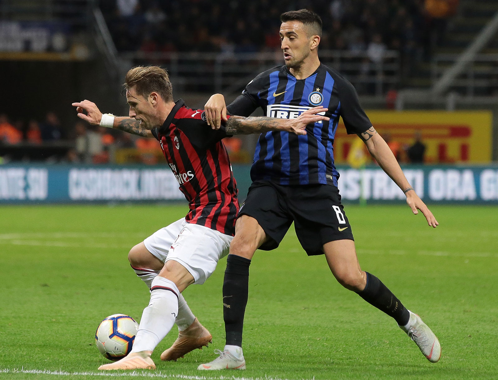 Lucas Biglia and Matías Vecino during Inter-Milan at Stadio San Siro on October 21, 2018. (Photo by Emilio Andreoli/Getty Images)