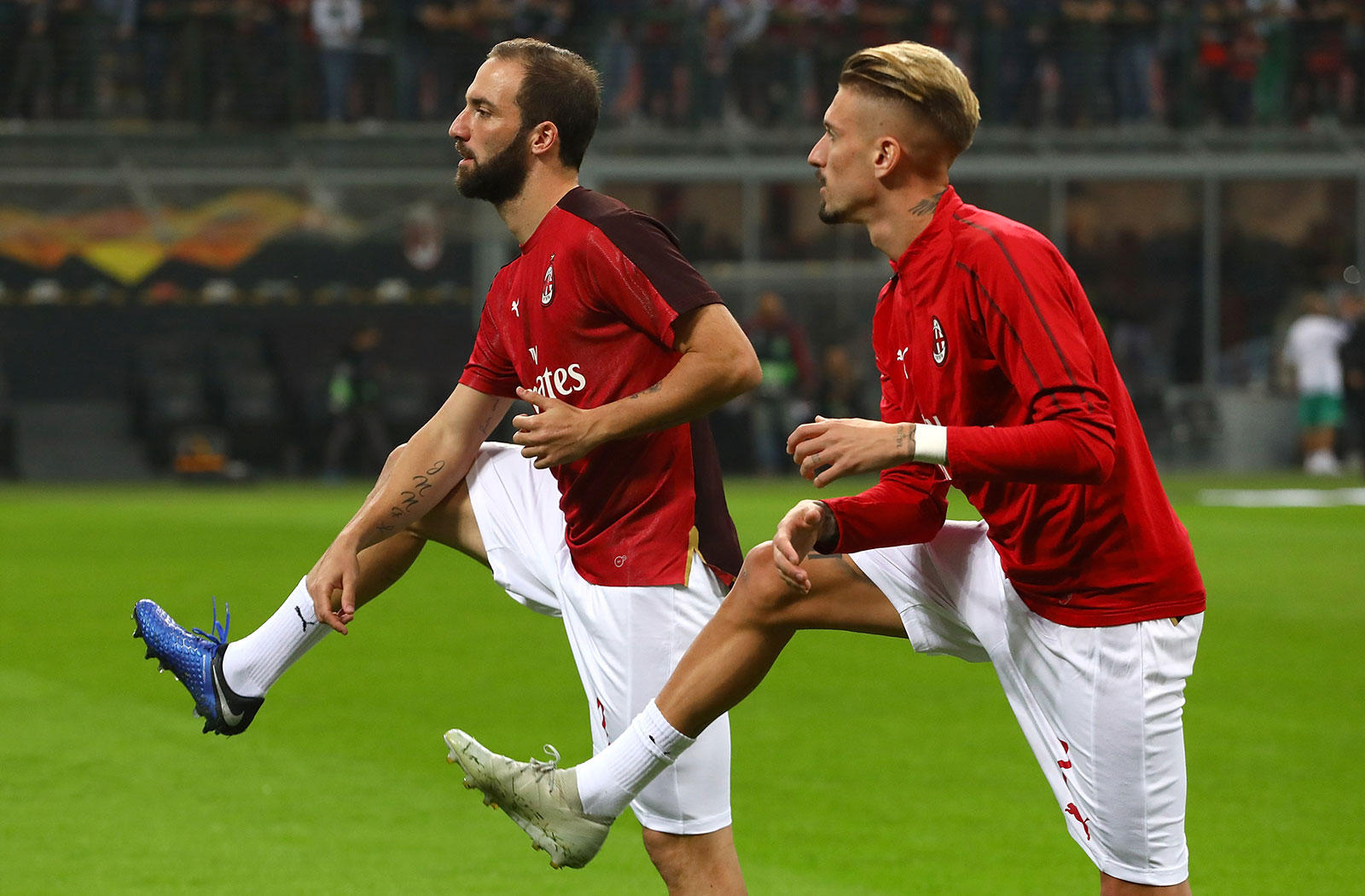 Gonzalo Higuain and Samu Castillejo before Milan-Real Betis at Stadio San Siro on October 25, 2018. (Photo by Marco Luzzani/Getty Images)