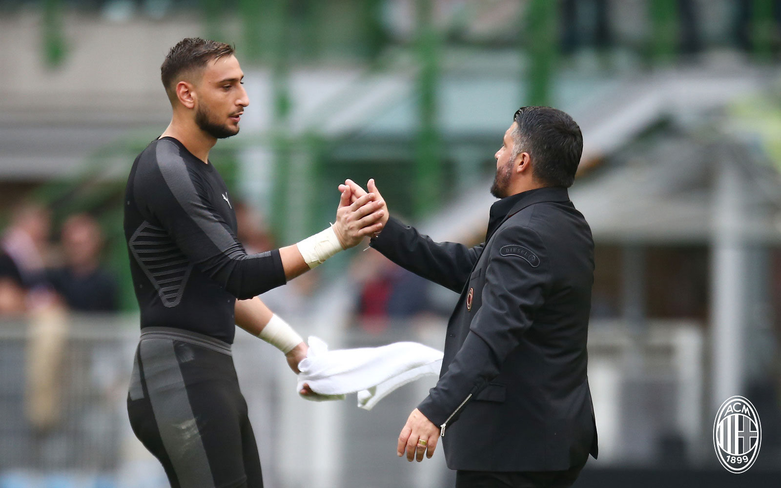 Gennaro Gattuso and Gianluigi Donnarumma at the end of Milan-Chievo at Stadio San Siro on October 7, 2018. (@acmilan.com)