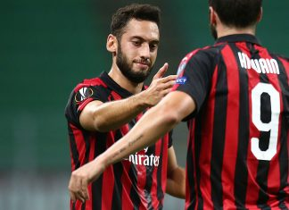 Hakan Çalhanoğlu and Gonzalo Higuain celebrating during Milan-Olympiacos at Stadio San Siro on October 4, 2018. (@acmilan.com)