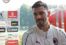 Alessio Romagnoli talking to the press. (@acmilan.com)