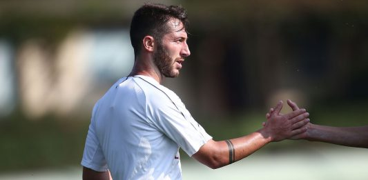 Andrea Bertolacci and Gabriele Capanni during a training match against the Primavera on October 13, 2018. (@acmilan.com)