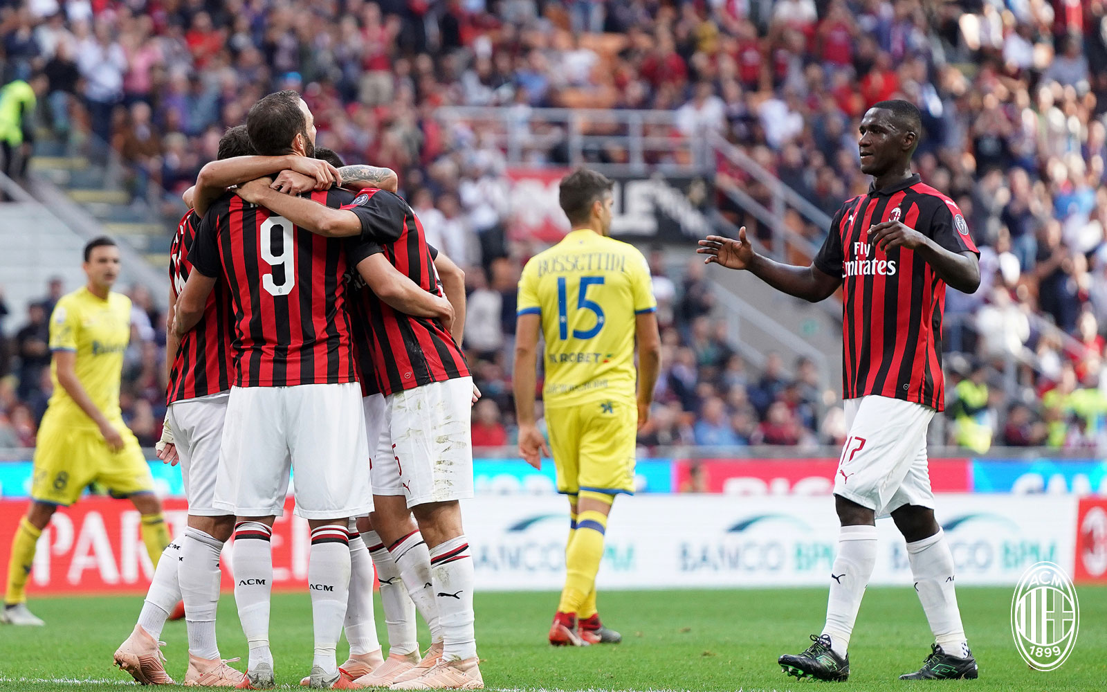 Gonzalo Higuain, Hakan Çalhanoğlu, Giacomo Bonaventura and Cristian Zapata celebrating during Milan-Chievo at Stadio San Siro on October 7, 2018. (@acmilan.com)