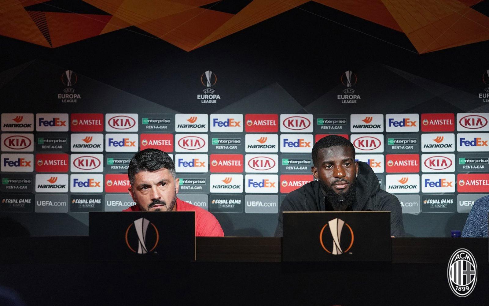 Tiémoué Bakayoko and Gennaro Gattuso during a press conference at Milanello. (@acmilan.com)