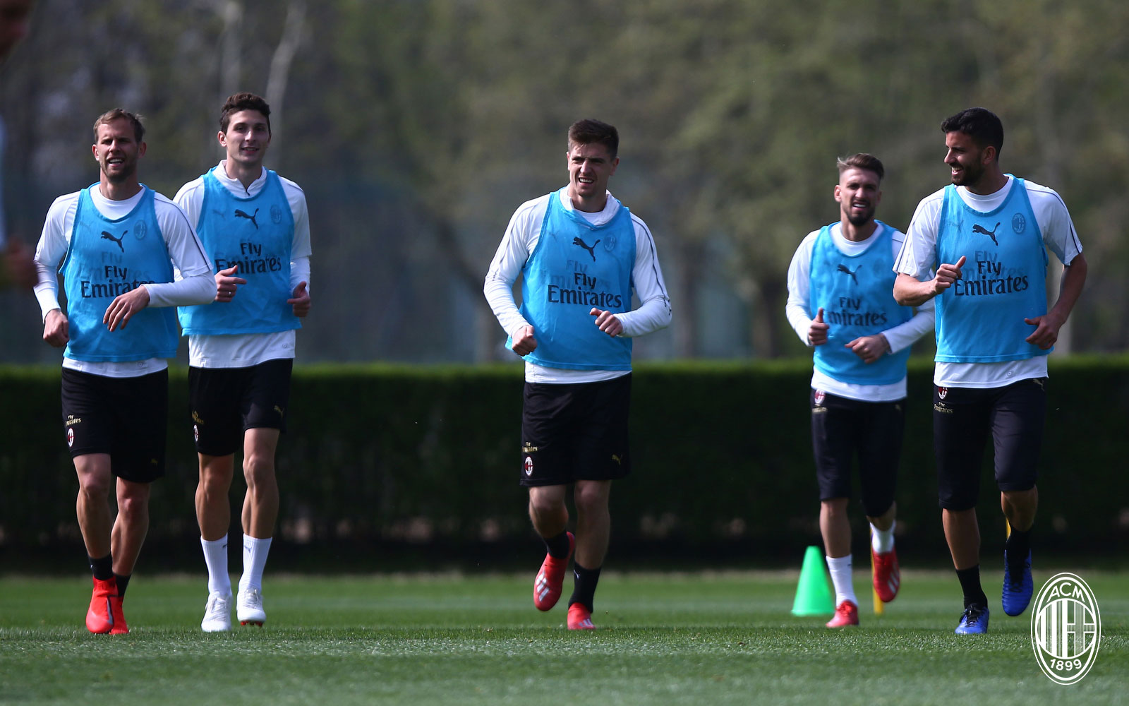 Ivan Strinić, Mattia Caldara, Krzysztof Piątek, Samu Castillejo and Mateo Musacchio during training at Milanello. (@acmilan.com)