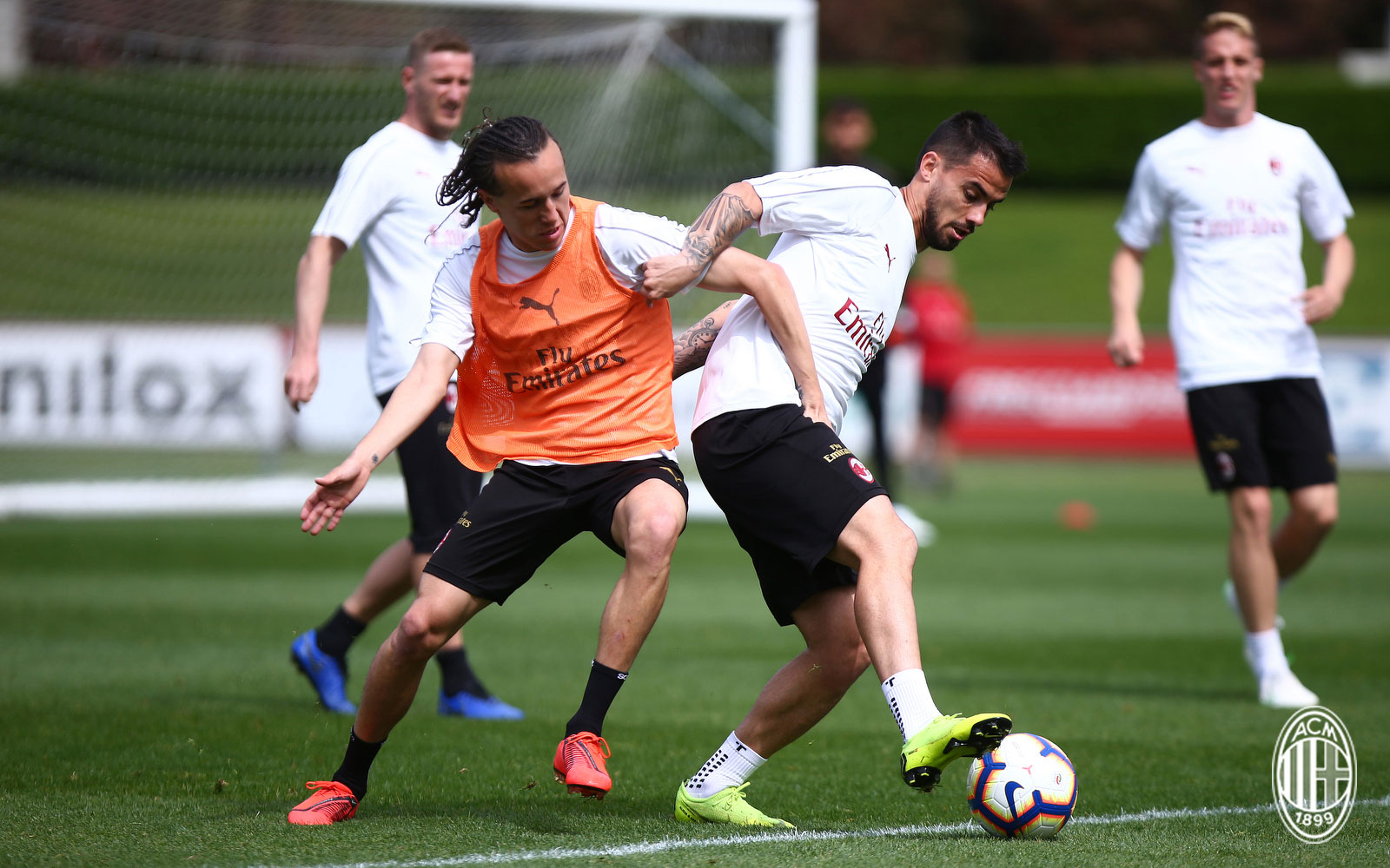 Diego Laxalt and Suso during training at Milanello. (@acmilan.com)