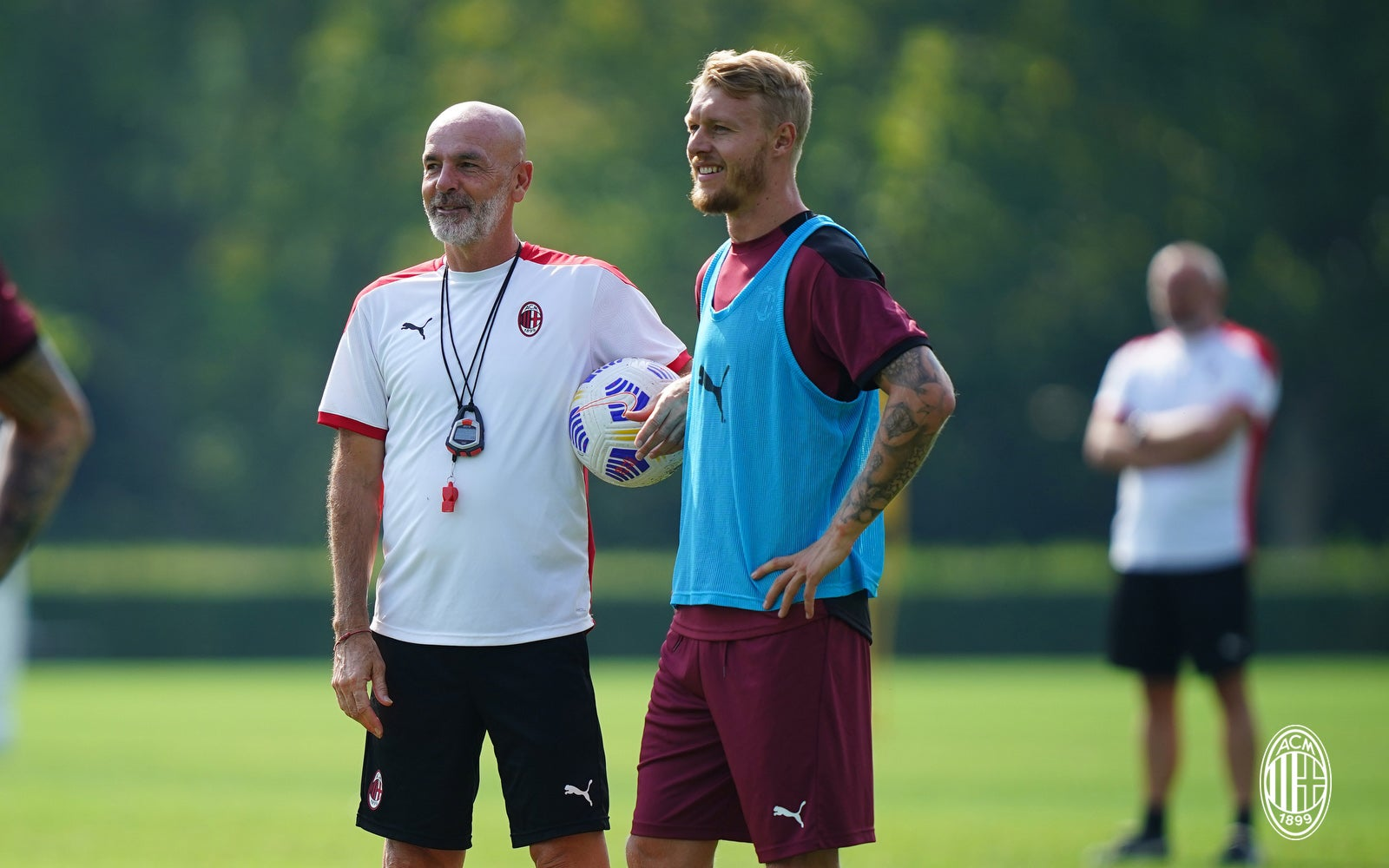 "Kjær: ""I feel like a leader at Milan on the pitch and in training, Pioli  the perfect coach for me, I'd like to end my career here, the Scudetto must  be an"