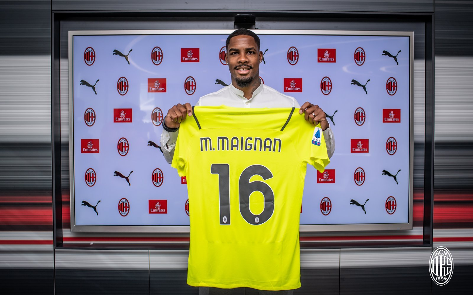 Official: Maignan joins Milan from Lille on a five-year deal | Rossoneri  Blog - AC Milan News